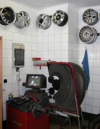 Pneuservis André - foto zařízení pro přezouvání a vyvažování kol.