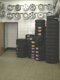 Pneuservis André - foto skladu pneumatik a litých disků kol.