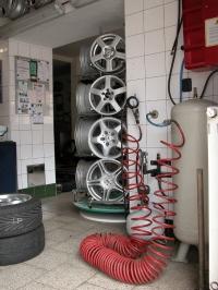 Autoservis André - foto zařízení pro huštění pneumatik.