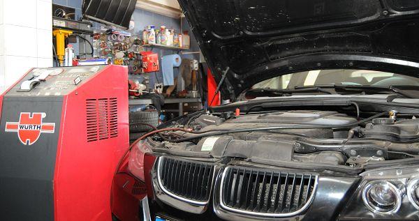 Obrázek - plnění klimatizace u vozu BMW